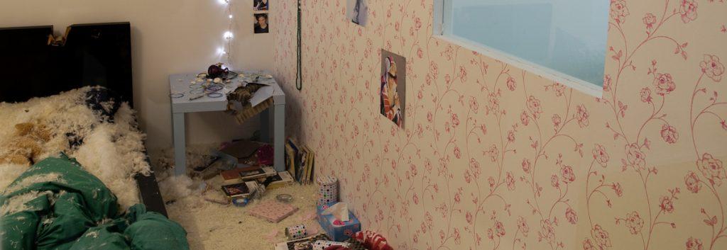 MEIN ZIMMER - Zerstörtes Zimmer